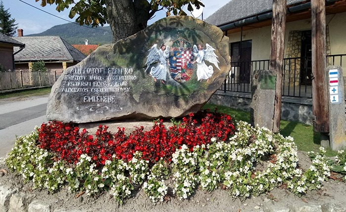 Trianoni-emlékkő, Füzér